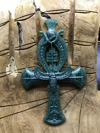 Croix d'Ankh avec émeraude
