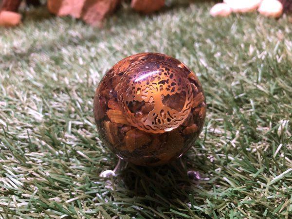 Sphère d'Orgonite Oeil du tigre et Arbre de vie