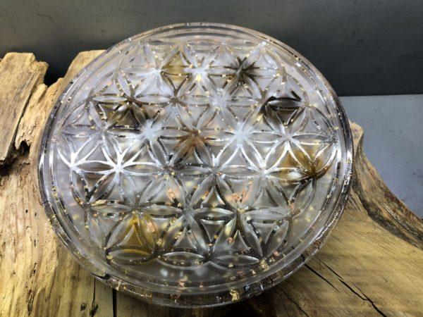 Orgonite fleur de vie 180mm de diamètre avec Oeil de tigre, cristal de roche, feuilles d'or, d'argent et cuivre