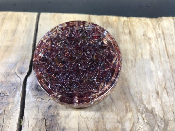 Fleur de vie mini Orgonite de 50mm de diamètre avec grenat