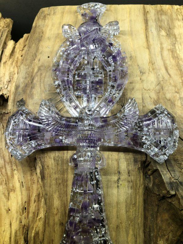 Croix d'Ankh Orgonite avec Améthyste. Fabrication Artisanale