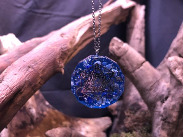 Pendentif orgonite Artisanal avec Cube de Métatron et Lapis-lazuli