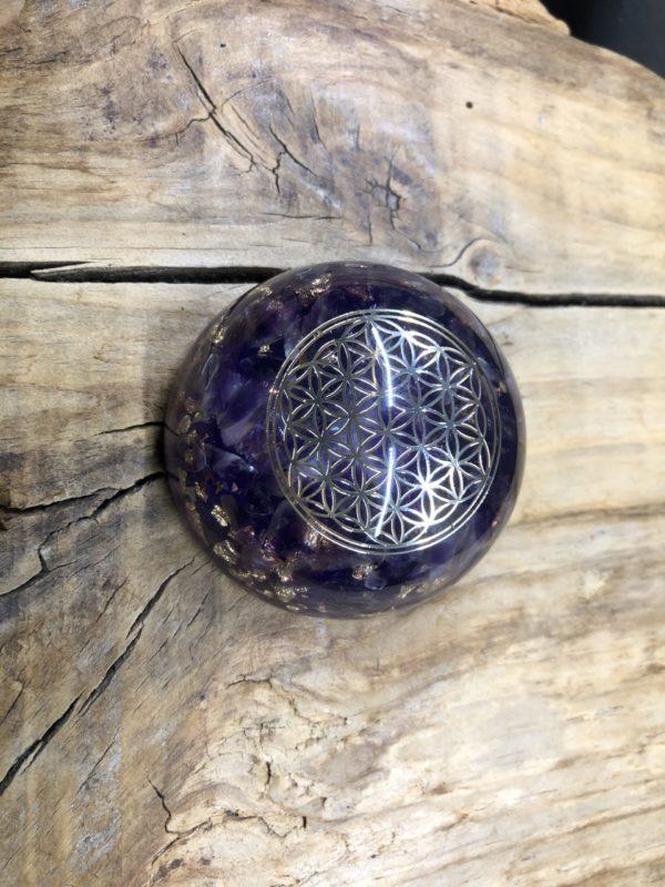 Orgonite demi sphère Améthyste et symbole de la fleur de vie