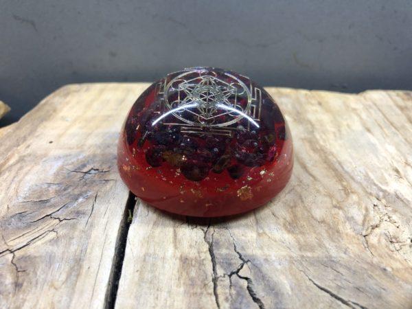 Orgonite demi sphère Grenat et symbole du Cube de Métatron
