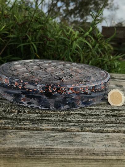 Orgonite fleur de vie 180mm de diamètre avec sodalite, cristal de roche, feuilles d'argent et cuivre