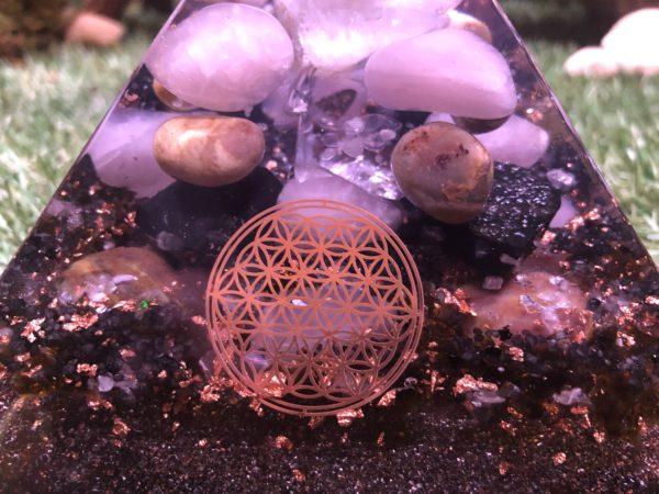 orgonite 16cm pierre de lune réservé